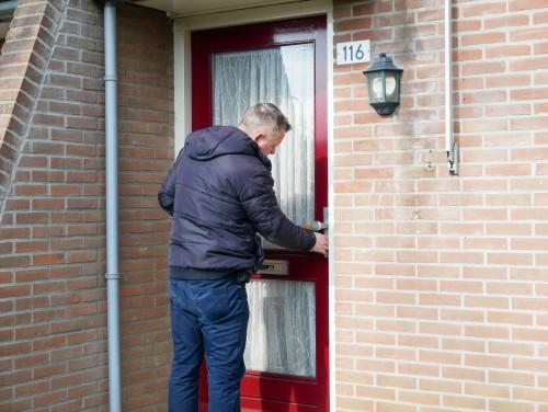 Gerechtsdeurwaarder Richard aan de deur